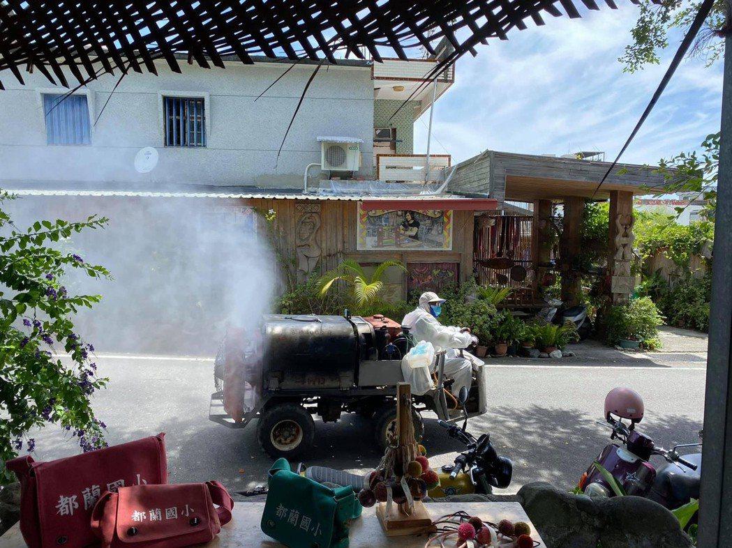優尼克前進都蘭村協助消毒。 優尼克/提供