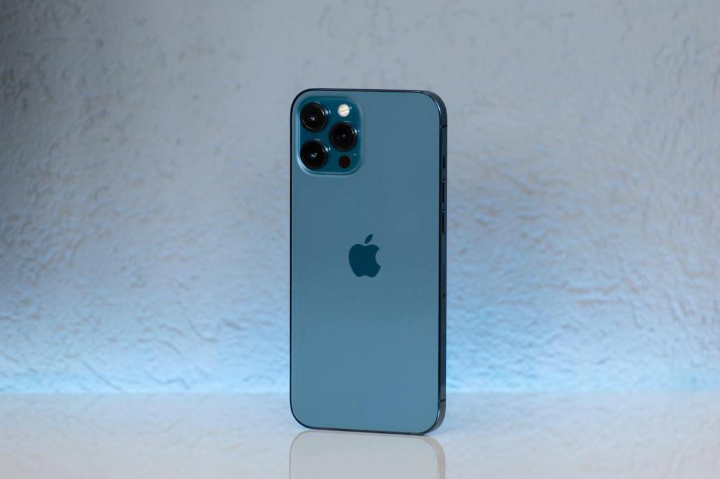 全台微解封,傑昇通信門市購買iPhone 12 Pro Max微降價5,600。...