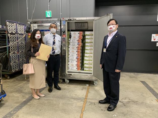 日本提供台灣的第3批AZ疫苗今天空運來台,台南市政府空運回贈50箱優質台南愛文芒果到台北駐日經濟文化代表處。圖/取自台南市政府官網