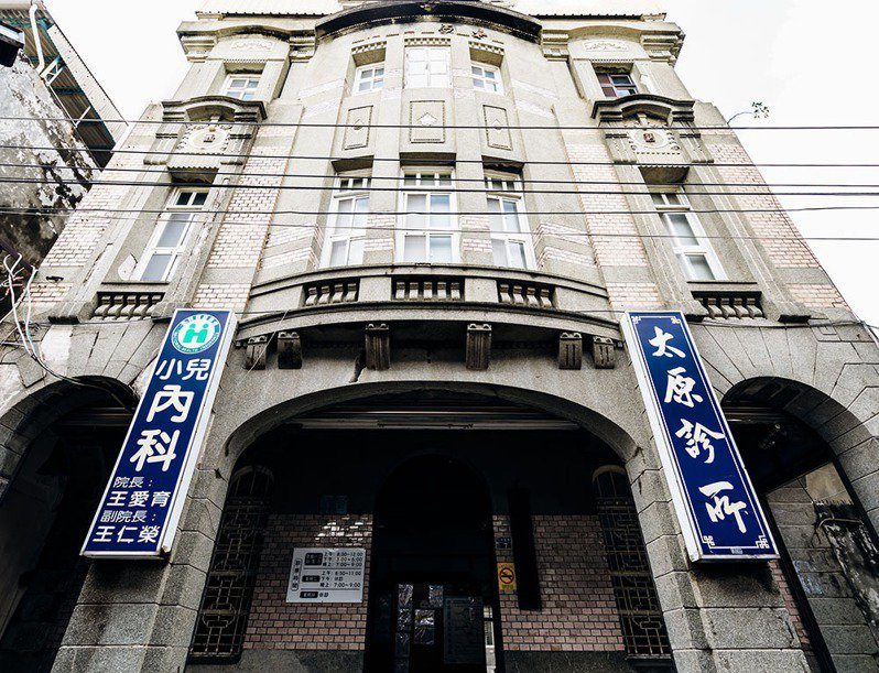 坐落於岡山老街的太原診所共3層樓,落成當時為岡山最高樓之一。(攝影/陳建豪)