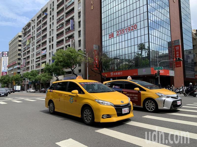 疫情爆發以來,計程車業大受衝擊。記者曹亞沿/攝影