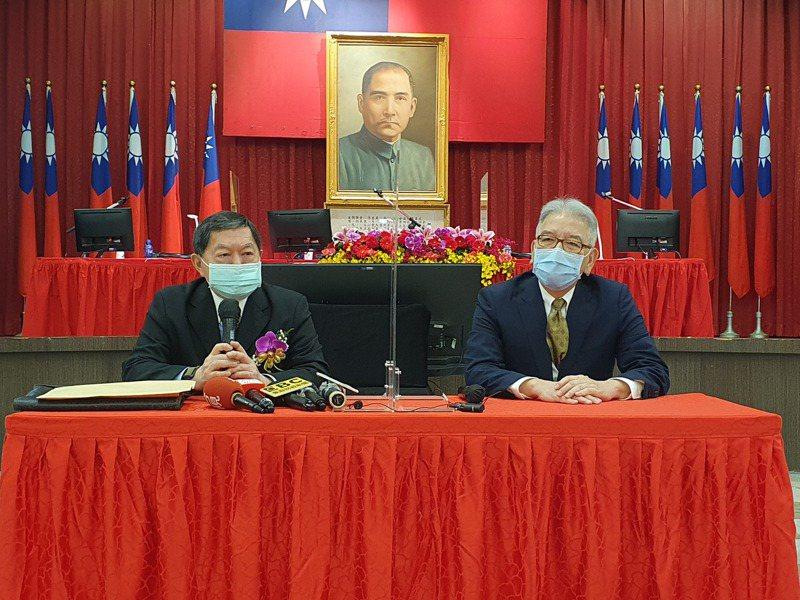 東聯董事長徐旭東(左)與總經理蔡錫津。(記者曾仁凱/攝影)