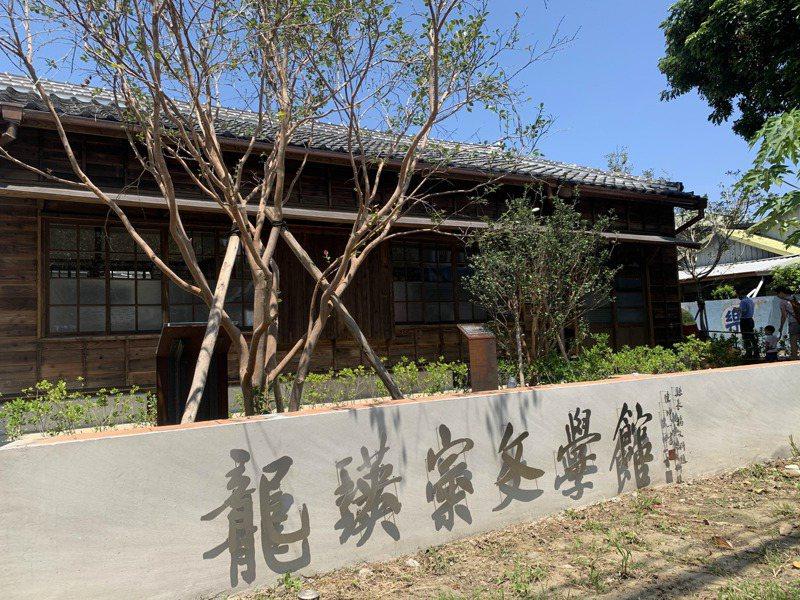 新竹縣文化局推出藝文場館線上直播,邀請民眾疫情在家也能參與導覽活動。記者巫鴻瑋/攝影