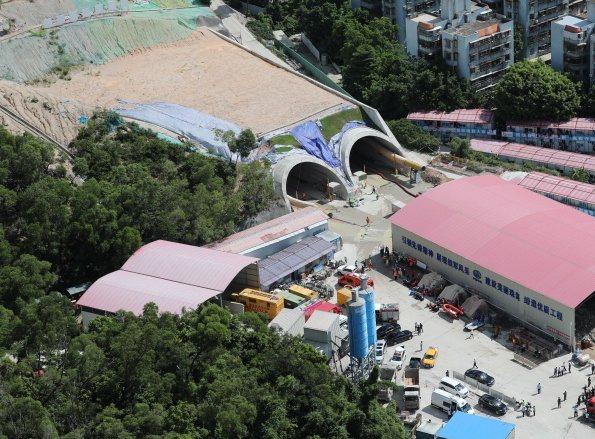 廣東珠海15日傳出一處興建中的隧道工地發生透水事故,導致14名工人受困。(取自香港文匯報)