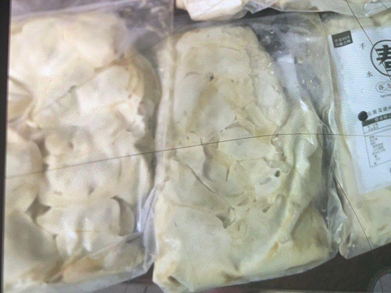 水餃業者陳先生表示,他的顧客收到的水餃全部都融化了,有2成的商品都是如此。圖/春九手工水餃提供