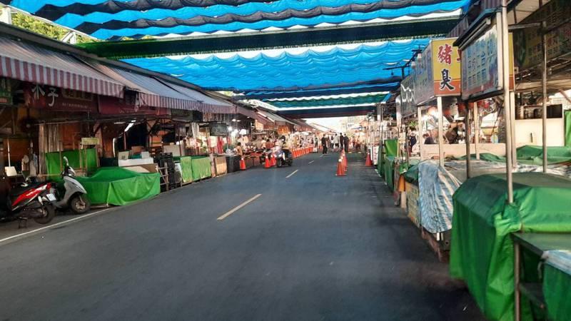 高雄興達港觀光漁市上周末出現大量人潮,日前重新開業平日人潮不多。記者陳玫伶/攝影