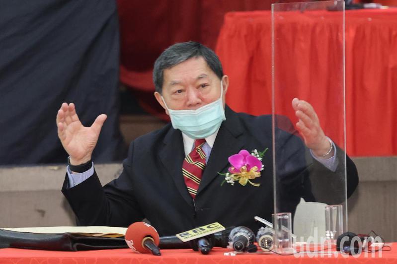 東聯化學今天召開股東會,董事長徐旭東出席會後記者會,針對台灣下半年經濟表示樂觀。記者許正宏/攝影