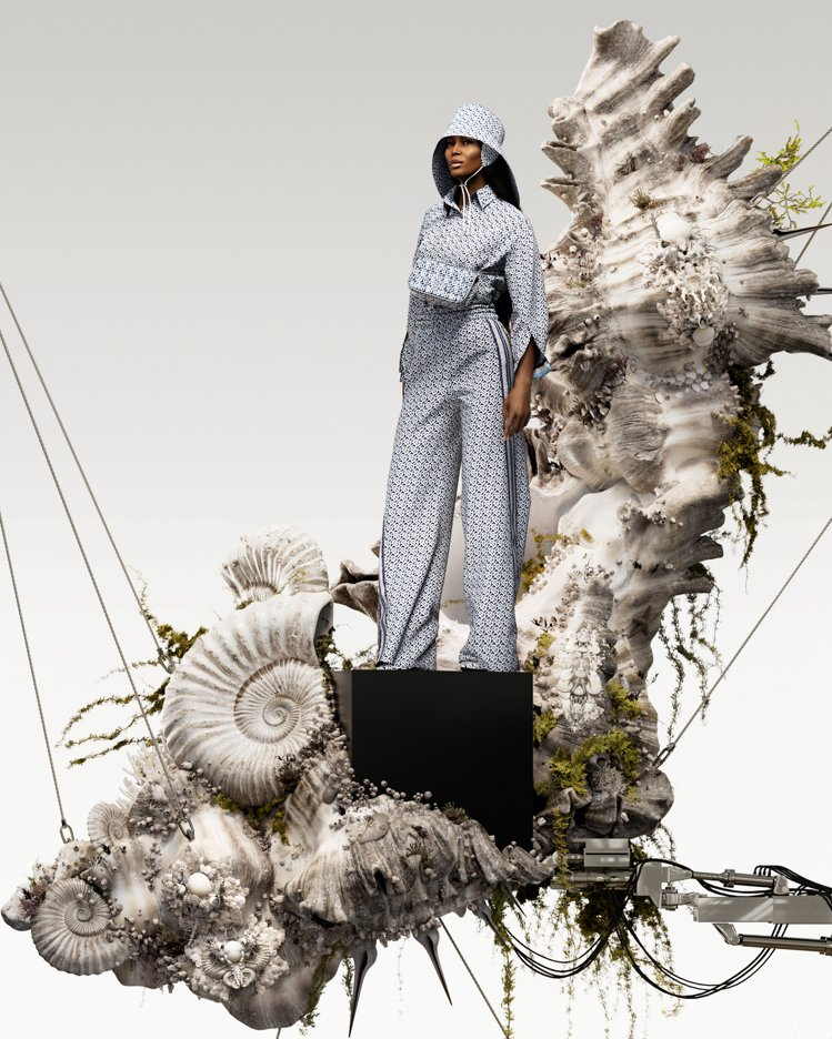 超模Naomi Campbell受邀演繹BURBERRY夏季TB花押字系列服飾與...