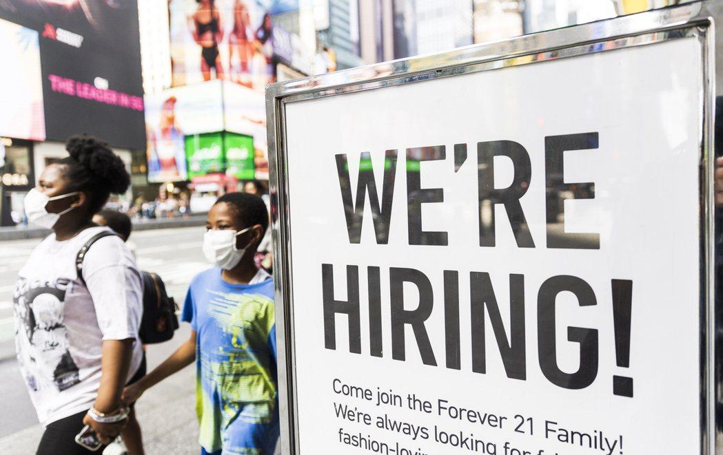 美國上周初領失業救濟金人數比前一周(經修正後)減少2.6萬人,至36萬人。歐新社