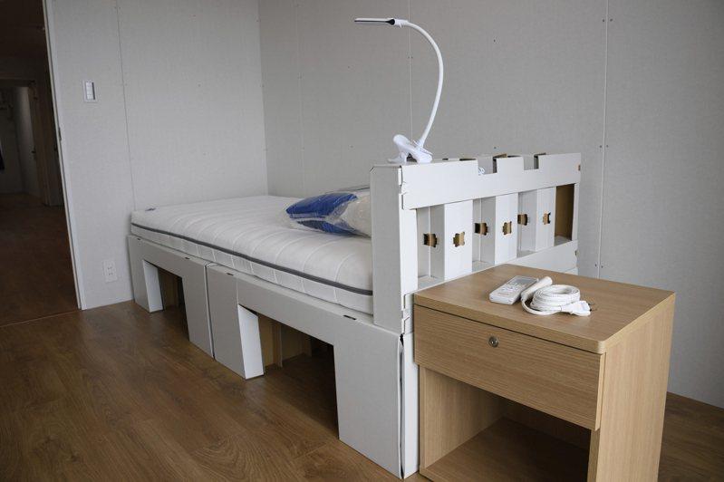 日本東京奧運選手村內供選手使用的可回收紙板床和床墊。美聯社