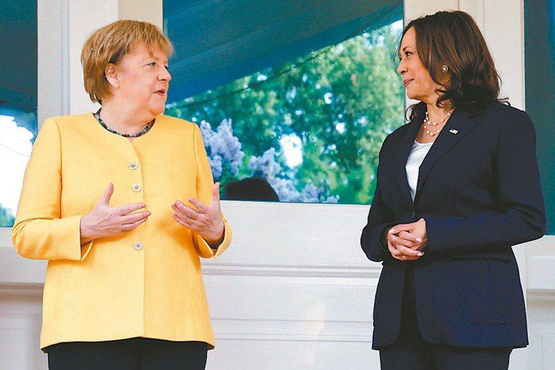 德國總理梅克爾(左)十五日與美國總統拜登會談前,先與副總統賀錦麗(右)共進工作早餐。(歐新社)