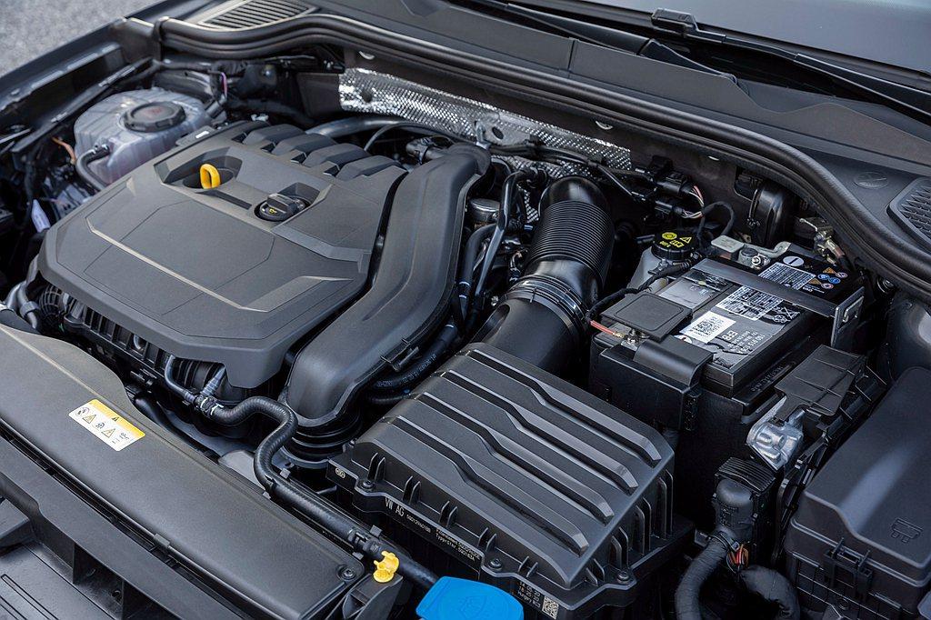 首此導入的引擎科技48V eTSI輕油電動力系統,帶來全新驅動型態,由輔助馬達帶...