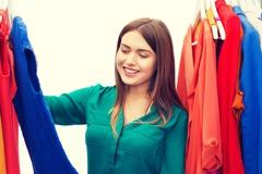 穿對顏色就會涼 研究:衣穿黑、綠比白高15度 戴帽要選這色
