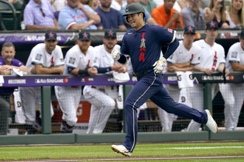 曾於北京奧運奪下4×100公尺接力銀牌的日本田徑名將朝原宣治,讚嘆大谷的跑壘速度很快。 美聯社