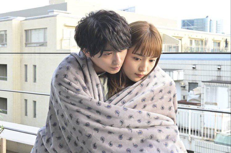 《打扮的戀愛是有理由的》中,川口春奈和橫濱流星的微甜戀愛。圖/取自《打扮的戀愛是...