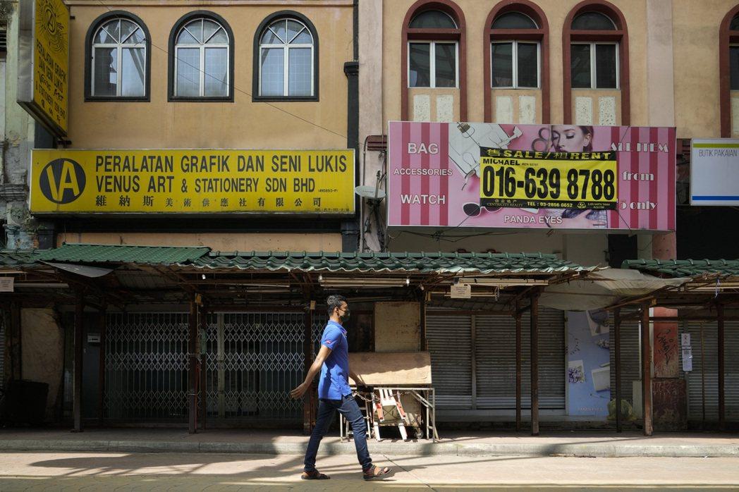 經歷第一次大規模封城,馬來西亞每日損失24億令吉(約162億台幣),企業經不起衝擊,紛紛倒閉。示意圖。攝於6月29日,吉隆坡。 圖/美聯社
