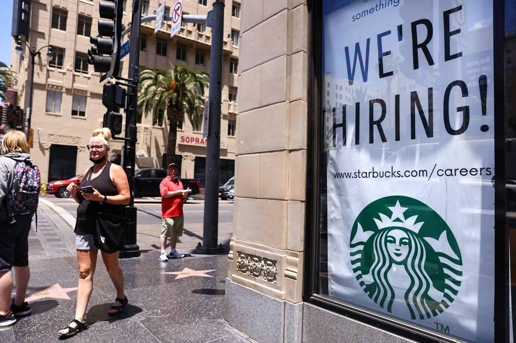 美國勞工部摘要顯示,光是4月份就有超過400萬人辭職,是有記錄以來的最高峰。圖...