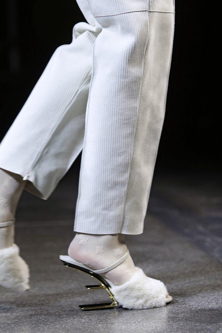 First系列鞋履洋溢建築風格的情調。圖/FENDI提供