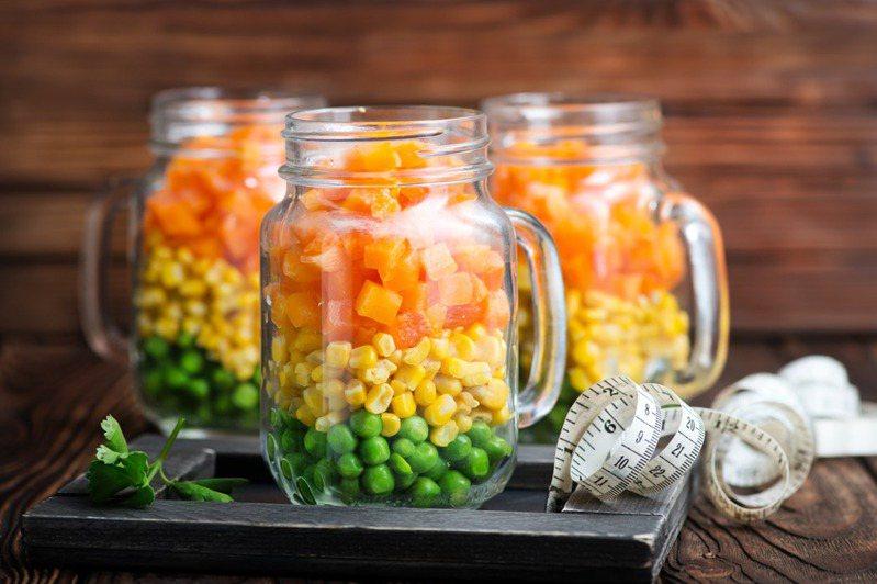 由青豆仁、玉米粒、紅蘿蔔組合而成的冷凍食品「三色豆」,口味普遍不受大眾喜愛。 示意圖/ingimage