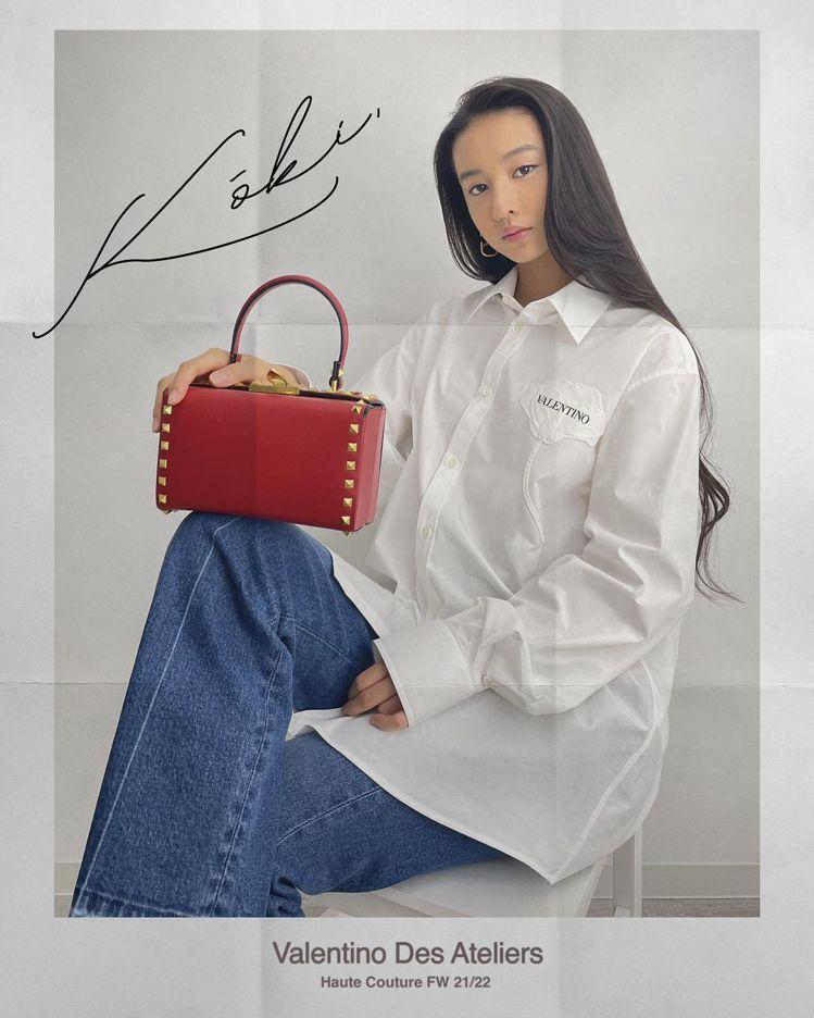 木村光希預告VALENTINO的高級訂製服大秀,穿了精緻優雅的白襯衫。圖/取自I...