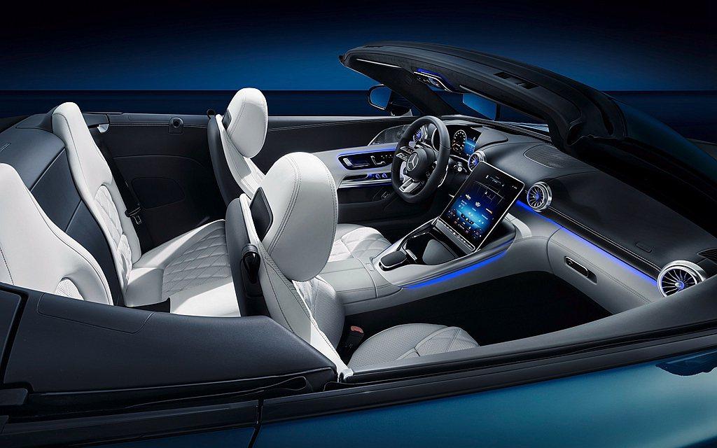 全新SL由Mercedes-AMG團隊主創設計,打造全新高剛性輕量化底盤,搭配低...