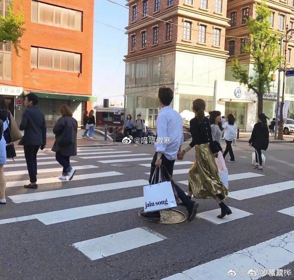 2人私下大方逛街曾被人偶遇或被媒體捕捉到。圖/擷自微博