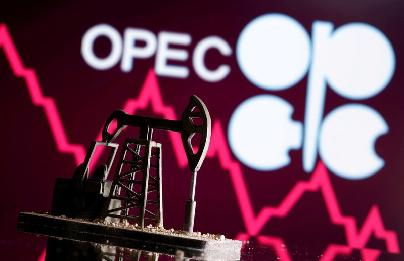 美元走強,OPEC+預告可能即將增加產量,國際原油價格周四跌至四周低點。路透