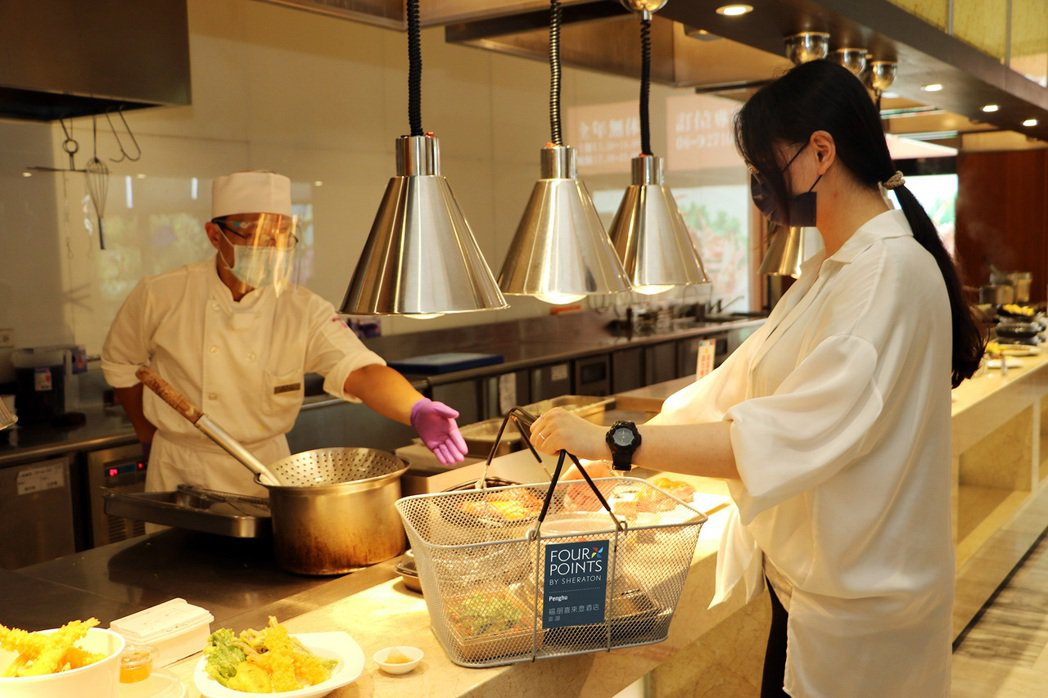 宜客樂微buffet提供近50種餐餚。