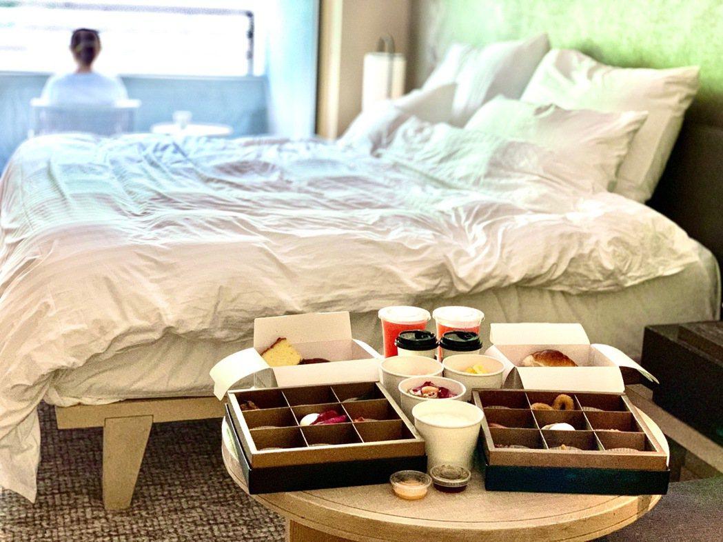 現在入住礁溪寒沐酒店,不僅落實防疫清消,早餐也都由服務生直送到客房享用。 陳志光...