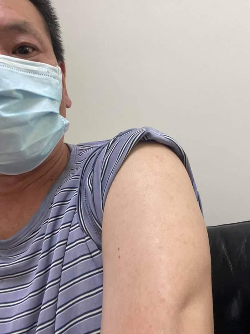 國民黨立委林為洲日前表示要把手臂留給國產疫苗。圖/取自林為洲臉書