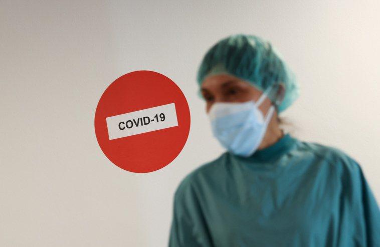 英國一項新研究顯示,高達「二分之一的新冠住院患者」會出現另一種併發症,這同時也是...