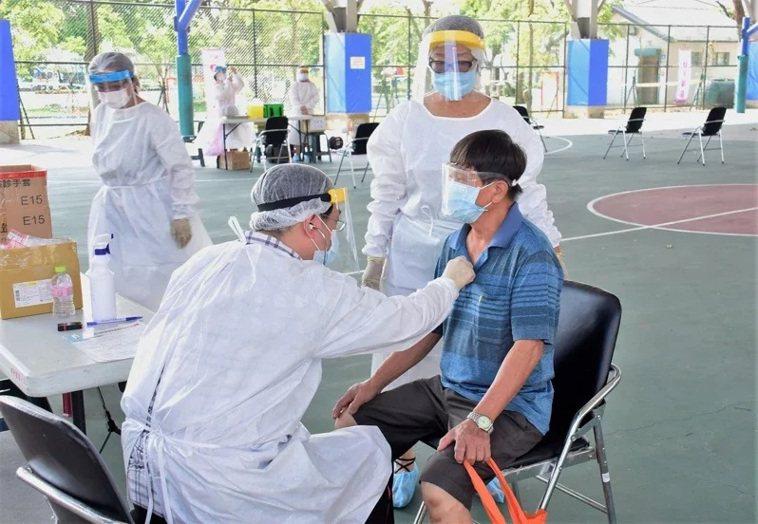 政府還未開放新冠肺炎疫苗混打,但各地卻出現混打案例。圖/彰化縣府提供