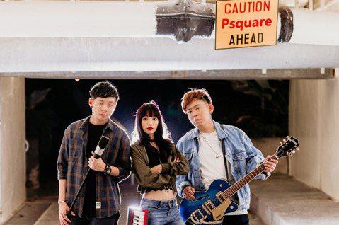 來自新加坡、由主唱沈偉良、吉他手林湋雯 和鍵盤手劉恩慈組成樂團「Psquare 四方行」,從街頭藝人發跡,堅強的live演唱經驗,加上能唱能寫音樂實力,被網友封為「星國F.I.R.」,成軍5年推出首...