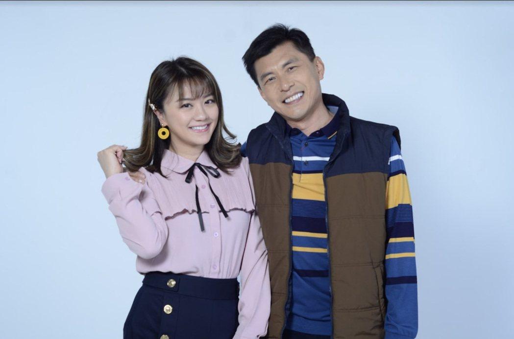 苗真(左)加入「黃金歲月」和蘇炳憲的關係從前妻變女兒。圖/民視提供