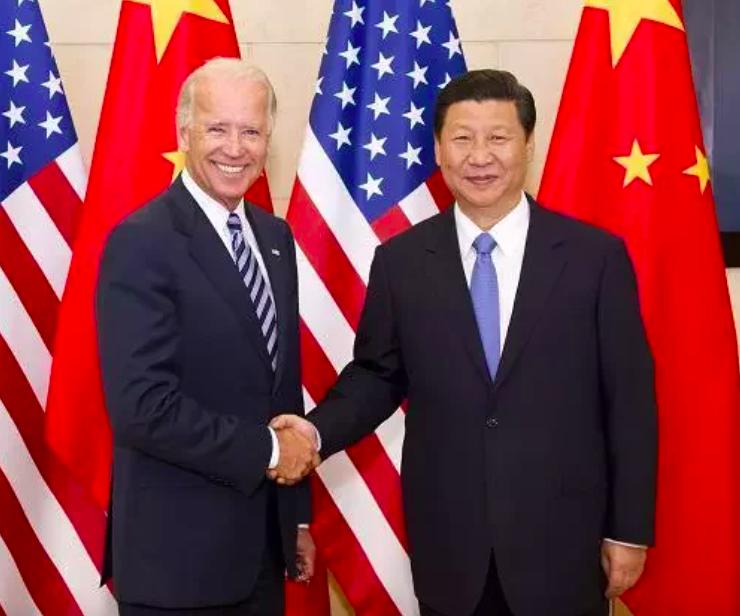 美國國務院副國務卿溫蒂‧薛曼原訂訪中,被認為是替大陸國家主席習近平(右)與美國總統拜登(左)10月高峰會做準備。新華社