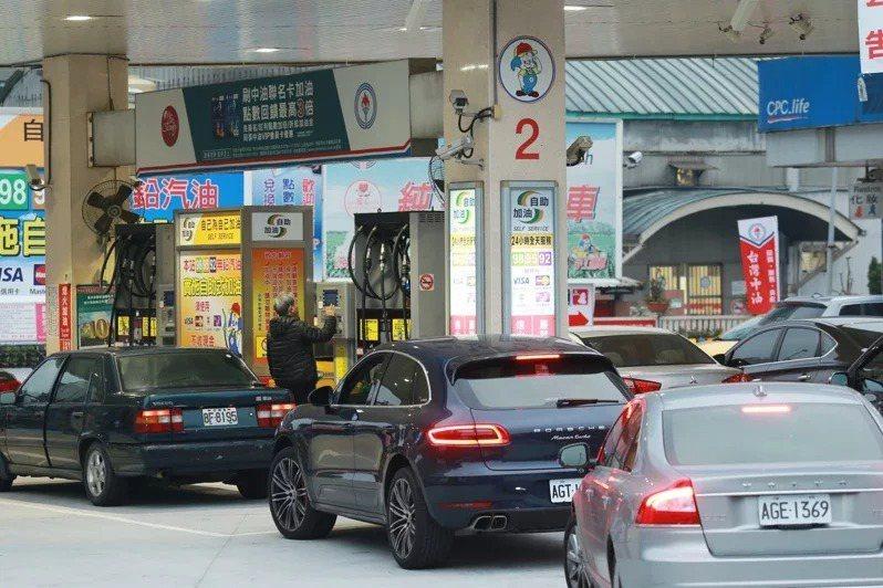 有關立法委員及汽車運輸業者建議減免汽燃費,交通部已修正發布汽車燃料使用費徵收及分...
