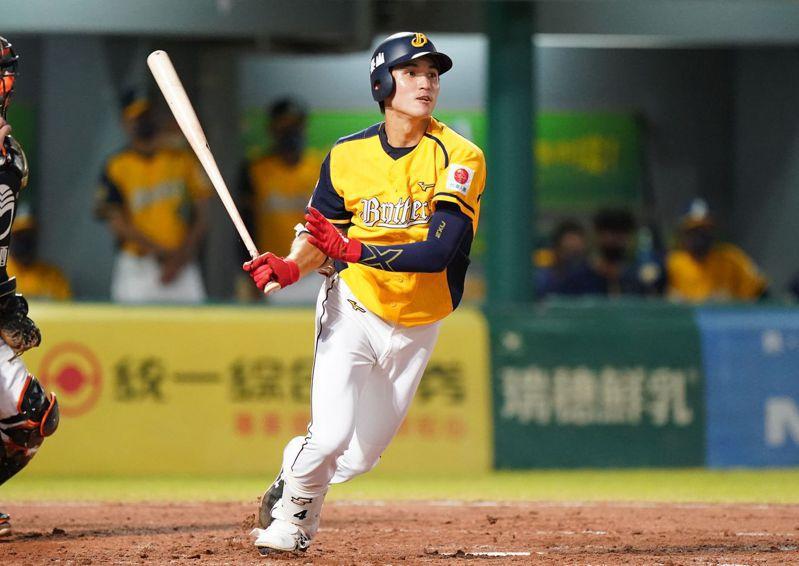 中信兄弟隊陳文杰敲出台南球場第1600轟 。圖/中華職棒提供