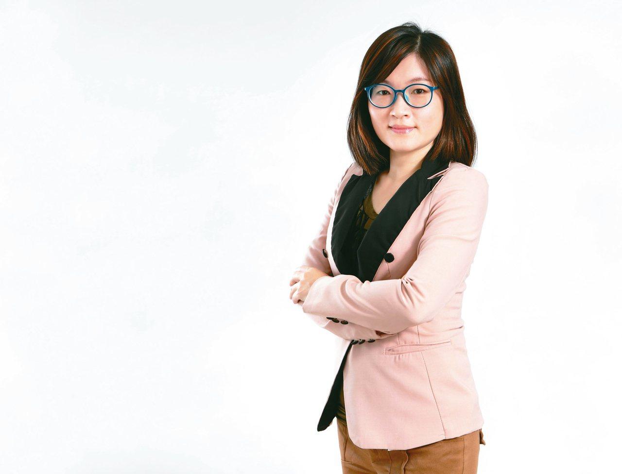 理財專家郭莉芳透過每個月定期定額投資,幫4個孩子存千萬教育金。圖/郭莉芳提供
