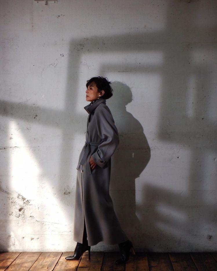 鈴木保奈美為目前已停刊的《Mrs.》雜誌拍攝Giorgio Armani特輯。圖...