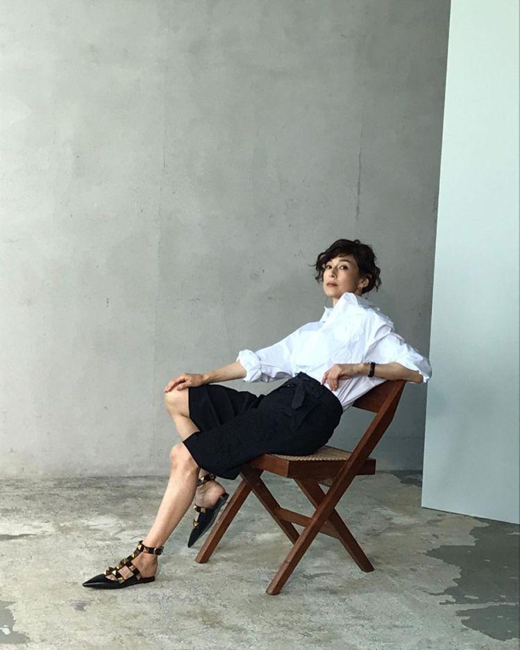 鈴木保奈美常演繹VALENTINO等精品服裝、鞋履,圖為《Precious》雜誌...