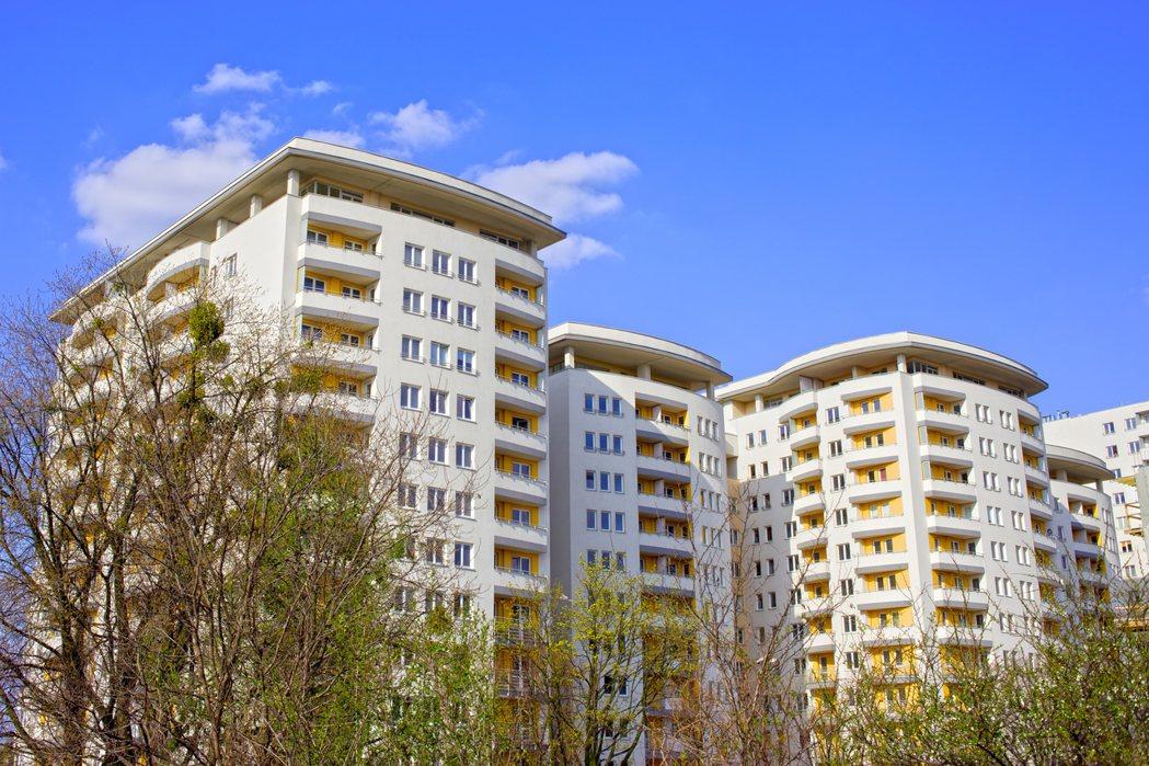買房是許多人的人生目標,但也因為每個人對房子的需求也不盡相同,在買房前就需要多多...