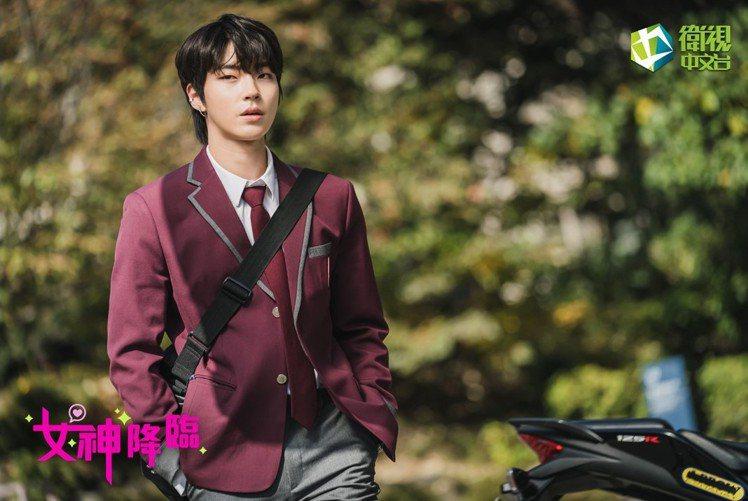 黃寅燁演出男2的《女神降臨》正在衛視中文台播映。圖/取自衛視中文台官方臉書