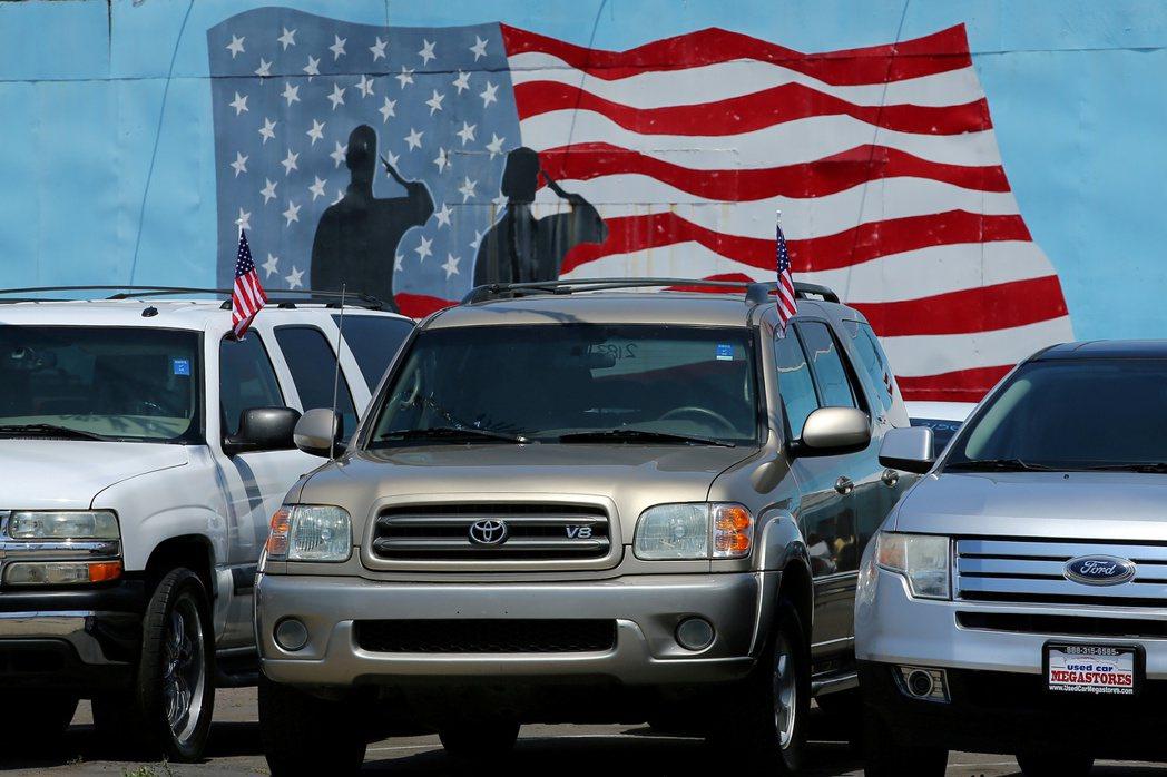 美國車市供不應求景況導致車商面臨缺貨,民眾也一車難求,二手車如今可能還比新車更搶...