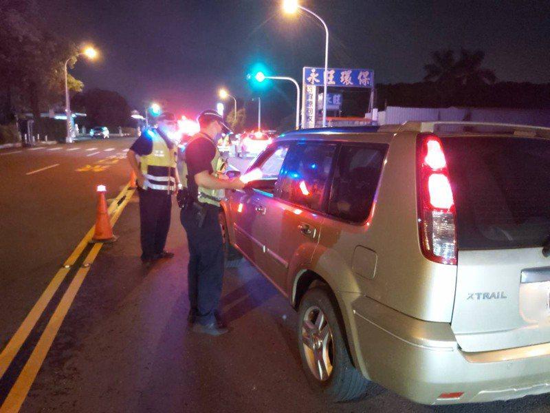 微解封首次周休,警3天專案防報復性玩樂影響交通治安。圖/永康警分局提供