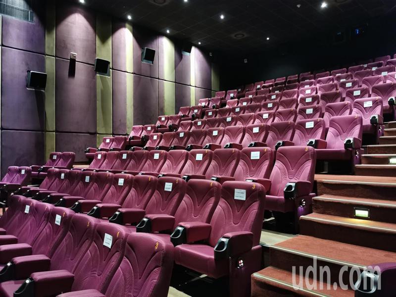 嘉義市秀泰影城昨天出現1人包場看電影。記者卜敏正/攝影