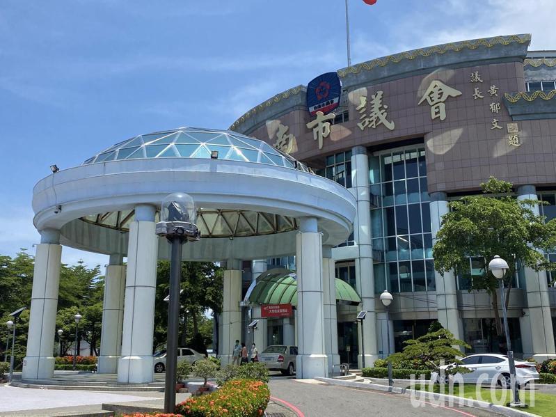 台南市議會明天將作為疫苗接種站,預計最多打500劑。記者鄭維真/攝影