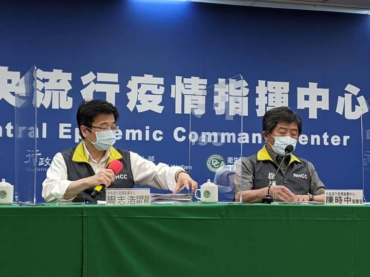 陳時中(右)表示,食藥署內部資料是保密資料,這樣會跟國內跟國外藥廠的互信產生問題...