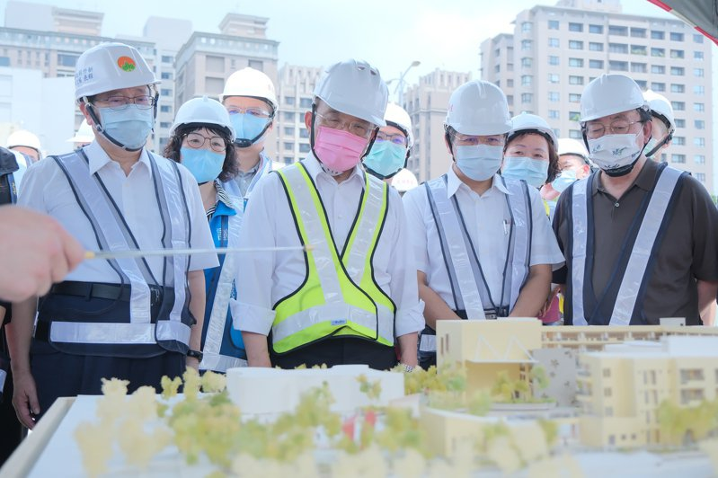 蘇貞昌宣布加碼由中央補助新竹縣5所學校建設工程經費,將達7成約16.8億元。圖/縣府提供
