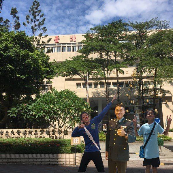教育部南投聯絡處督導宋怡慶曾在大安高工任職,雙胞胎兒子今年也錄取大安高工。圖/宋怡慶提供
