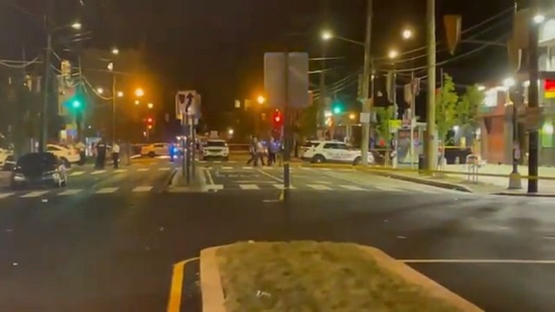 美國華府東南部馬丁.路德.金大道與馬爾康.X大道十字路口的大力水手炸雞餐廳16日晚間發生槍擊事件,一名6歲女孩喪命,另有3男2女等5名成人受傷。畫面翻攝:Twitter/MikevWUSA